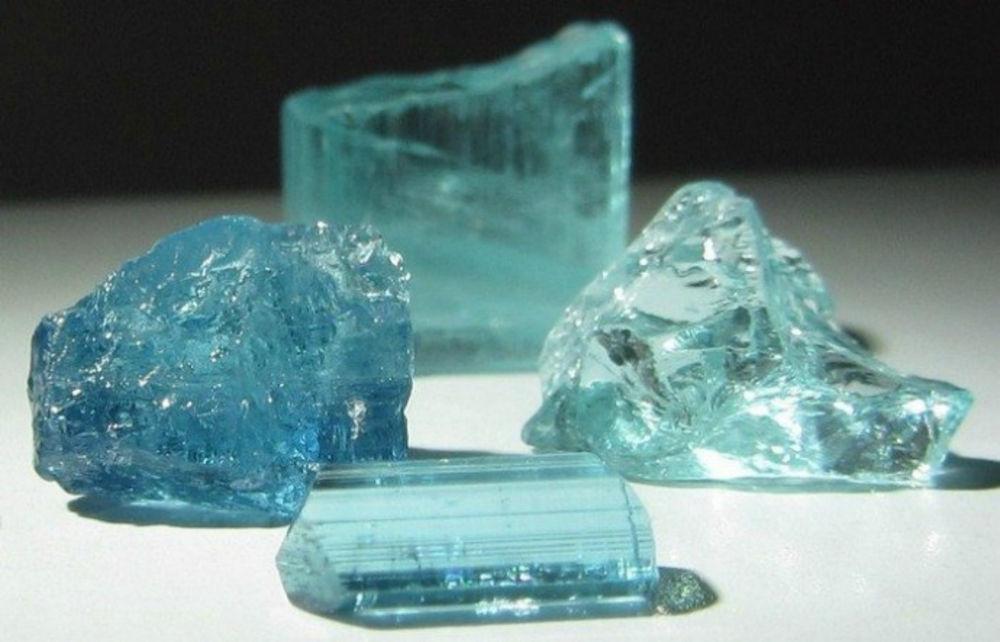 Камень грандидьерит минерал натуральный
