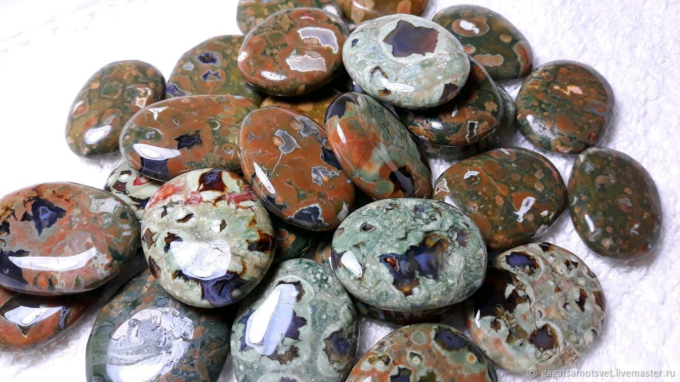 Камни риолиты