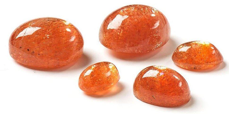 Солнечный камень кабошон